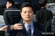 """김태우 전 수사관, 4일 검찰 출석…""""참고·고발인 조사"""""""