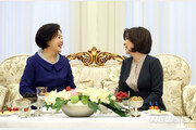 김정숙, 우즈벡 통합유치원 방문…치료수업 참관