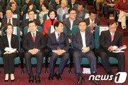 한국당, 붉은 옷 입고 장외로…광화문서 이미선 임명 반발 투쟁