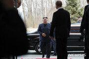 김정은, '지각 대장' 푸틴보다 30분 늦게 도착…기싸움?