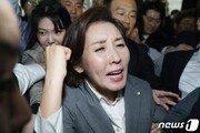 한국당-경호팀 충돌…몸싸움에 비명 난무, 병원 실려가기도