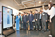 거울 통해 맞춤옷 제작 '위드인 24' 오픈