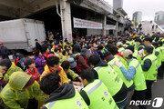 구노량진시장 6차 명도집행…상인 1명 연행-3개 점포 집행