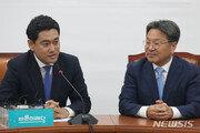 """강기정 만난 오신환 """"국회 마비되면 靑 국정 운영도 만무"""""""