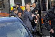 """미 법무부 """"어싼지는 언론인 아냐"""" 18개 죄목으로 기소"""