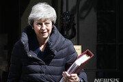 """英 메이 총리 """"6월7일 당대표직 사퇴""""…새 총리 선출까지 과도정부 이끌어"""