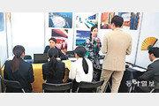 일본 취업 박람회 구직자 북적