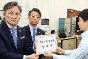 """민주 """"'기밀누설' 강효상, 국회 명예·권위 실추""""…징계안 제출"""