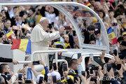 프란치스코교황, 루마니아 방문…우중 미사 강행