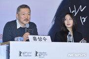 홍상수 22세연하 연인 김민희, 톱스타에서 불륜의 도마 위로