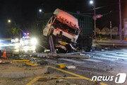 아산서 통근 버스-27t 화물차 충돌, 2명 사망·32명 부상…신호위반?