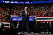 """트럼프, 재선 출정식에서 언론 공격…""""러시아 결탁설은 가짜뉴스"""""""