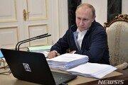 """""""지금 전화하세요"""" 최악 지지율 기록한 푸틴, '국민과의 대화' 생방송 진행"""