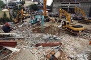 캄보디아 건물 붕괴…최소 17명 사망, 24명 부상