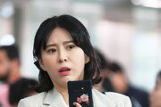 """'후원금 논란' 윤지오, 경찰에 """"수사 협조""""…당장 귀국은 힘들듯"""