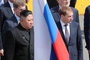 김정은 다녀간 러시아 식당에 방문기념 '현판' 걸려