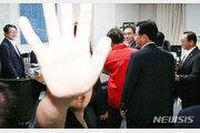 """'채이배 감금' 한국당 의원 4명 소환 통보…한국당 """"표적 수사"""" 반발"""