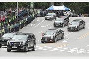[휴일 한컷] 서울 거리 달리는 미국 트럼프 대통령 전용차