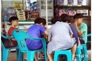 [퇴근길 한 컷]'급식 대란' 현실로…편의점 찾은 초등학생들