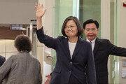 """中 반발 속 美 방문한 대만 차이잉원 """"독재정권"""" 규정하며 중국 비판"""