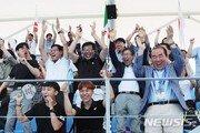 """""""와∼"""" 단체응원단, 女수구 첫 골에 환호"""