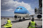 KLM 네덜란드 항공사, 모유수유 가려달라 요구에 여론 '뭇매'