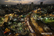 """""""시위 체증 짜증나""""…브라질男, 시위대에 車 돌진·1명 사망"""
