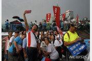 홍콩서 '송환법 반대' 시위에 맞서 대규모 친중 집회