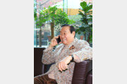 """[인터뷰] 78세 트로트 가수 유성호 """"황혼 이혼 안타까워 가사 쓰게 됐어요"""""""