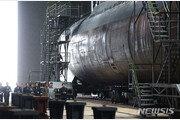 北 SLBM 발사 가능 3000t급 신형 잠수함 공개…김정은 직접 시찰