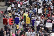 2100명 추방한다던 美불법이민단속 작전, 35명 체포