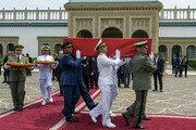 """""""결국 문제는 경제""""…'아랍의 봄' 뒤 튀니지 첫 민선 대통령 에셉시를 둘러싼 냉정한 평가"""