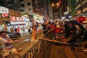 홍콩 코앞에서… 中, 장갑차 동원 폭동진압 훈련