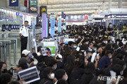 출국 막힌 홍콩…'한국행' 비행기에 100명도 못탔다