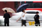 [날씨]곳곳 천둥·번개 동반 소나기…강원권은 폭염