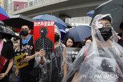 """""""정체불명 남성들 중국서 홍콩으로 넘어와""""…中, 무력 개입 의혹"""