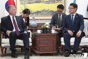 """김연철-美비건 """"비핵화 협상 재개 위해 긴밀히 협력"""""""