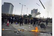 홍콩 주말시위 12주째…경찰 최루탄으로 강제진압