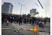 평화 깨진 홍콩 시위…화염병·최루탄 등장
