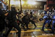 홍콩 경찰, 시위현장서 경고 사격…물대포도 첫 등장