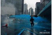 홍콩, 폭우 속 13주차 '反송환법' 시위…경찰, 최루탄·물대포 동원해