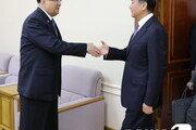 리수용 만난 왕이, 김정은 내달 訪中 공식요청한 듯