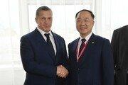 홍남기, 첫 외신 인터뷰서 일본 무역보복 조치 강하게 비판