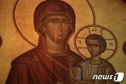 폐쇄 앞둔 100여년 역사 시카고 성당 마리아 벽화 '눈물'