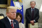 """트럼프 """"볼턴, 김정은에 '가다피' 죽음 연상시켜 대북협상 큰 차질"""""""
