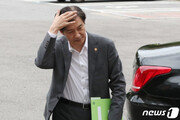 조국, 추석날 檢개혁 구상…14일 故김홍영 검사 묘소참배