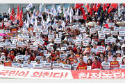 """한국당 """"조국 사퇴"""" 장외투쟁…정기국회서 원내투쟁 병행키로"""