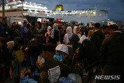 그리스에서 초만원 난민버스 충돌사고 후 추락…15명 사상