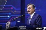 """文대통령 """"한국경제 이끄는 삼성 감사…지난 분기 실적 좋아"""""""