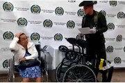 휠체어 속 코카인 가득…80대 할머니 공항서 체포